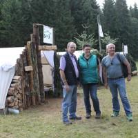 Georg Keller und Alexander Schoch besuchen Nadja Klett auf dem Zeltlager